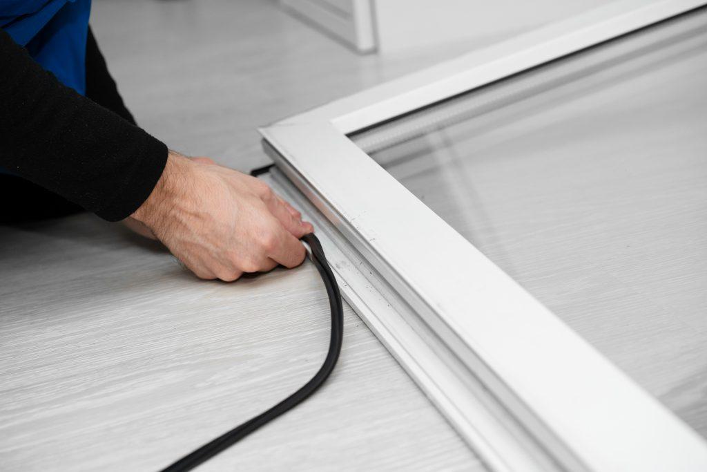installazione di finestre moderne in PVC